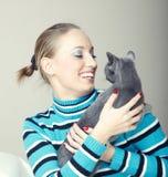 Jouez avec le chat Photo libre de droits