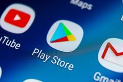 Jouez l'icône d'application de magasin sur le plan rapproché d'écran de smartphone de la galaxie S9 de Samsung Icône mobile d'app image libre de droits
