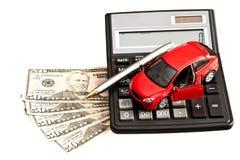 Jouez la voiture, l'argent et la calculatrice au-dessus du blanc Images stock