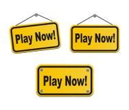 Jouez maintenant - signes jaunes Photos libres de droits