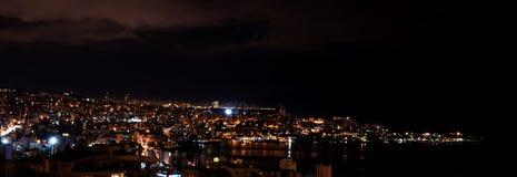 Jounieh och Beirut vid natt royaltyfri fotografi