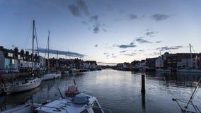 Jour à la faute de nuit du port de Weymouth banque de vidéos