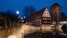 Jour au timelapse de nuit de Nuremberg, Allemagne banque de vidéos