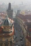 Jour brumeux à Prague image stock
