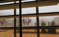 Jour brumeux par des volets Images libres de droits