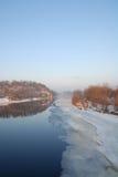 Jour brumeux sur le fleuve de Chippewa Photographie stock
