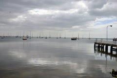 Jour calme à la baie Photos libres de droits