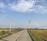 Jour clair d'automne dans un petit village chinois photographie stock libre de droits