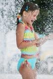 Jour d'été à la piscine. Photos stock