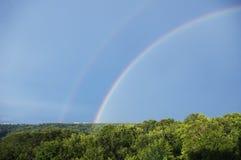 Jour d'été avec un arc-en-ciel Image libre de droits