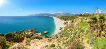 Jour d'été ensoleillé avec le ciel bleu clair à Antalya, la Turquie Photographie stock libre de droits