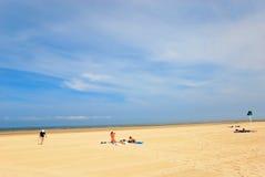 Jour d'été sur la plage de sable dans Le Touquet Photos stock