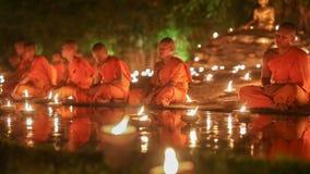 Jour d'Asalha Bucha, Chiangmai Thaïlande banque de vidéos