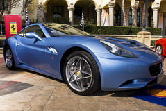 Jour d'exposition de Ferrari - bleu de Ferrari la Californie Azzuro Photographie stock libre de droits