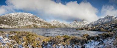 Jour d'hiver au lac dove, montagne de berceau, Tasmanie images libres de droits