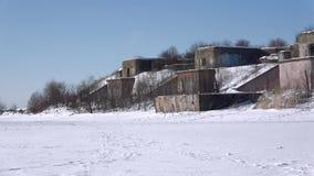 Jour d'hiver aux positions d'artillerie 1er du fort du nord de la batterie 1 du nord Kronshtadt clips vidéos