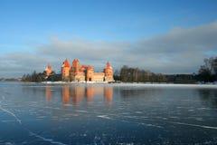 Jour d'hiver dans le château de Trakai Photographie stock libre de droits