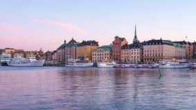Jour d'horizon de ville de Stockholm à la faute de nuit dans la ville de Stockholm, Suède banque de vidéos