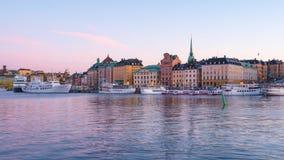 Jour d'horizon de ville de Stockholm à la faute de nuit dans la ville de Stockholm, Suède, timelapse 4K banque de vidéos