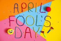 Jour d'imbéciles de premier avril drôle de police écrit dans le plastecine de différentes couleurs Photographie stock
