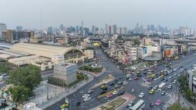 Jour de Bangkok à l'horizon de nuit Le trafic de vue aérienne vers Bangkok Hua Lamphong Railway banque de vidéos
