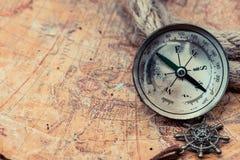Jour de Columbus et carte du monde Image stock