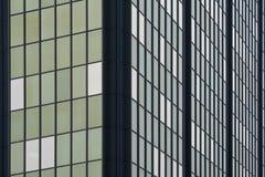 Jour de croisement de configuration d'hublot d'immeuble de bureaux Photographie stock libre de droits