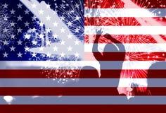Jour de la Déclaration d'Indépendance, feux d'artifice, foule et drapeau de l'Amérique Photographie stock libre de droits