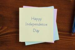 Jour de la Déclaration d'Indépendance heureux écrit sur une note Photo libre de droits