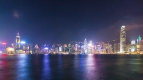 Jour de laps de temps au port de Victoria de paysage urbain de Hong Kong de nuit et au symphonie de la lumière banque de vidéos