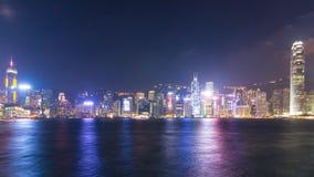 Jour de laps de temps au port de Victoria de paysage urbain de Hong Kong de nuit et au symphonie de la lumière clips vidéos