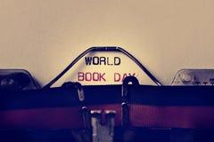 Jour de livre du monde de machine à écrire et de textes Image libre de droits