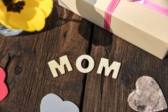Jour de mères d'amour de présent de cadeau de maman de lettre Photo libre de droits