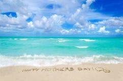 Jour de mères sur le fond de plage Photos libres de droits