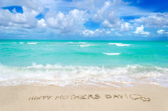 Jour de mères sur le fond de plage Photographie stock