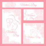 Jour de Mother - calibre élégant de carte avec la mère contournée une silhouette d'enfant Photos stock