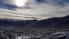Jour de neige d'amusement au pays des merveilles d'hiver Photographie stock