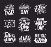 Jour de pères heureux marquant avec des lettres les compositions calligraphiques Inscriptions tirées par la main sur le fond fonc Images libres de droits