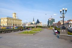 Jour de Sunny September sur la place de Komsomolskaya, Moscou photo stock