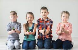 Jour de terre et écologie et concept d'enfants Images stock