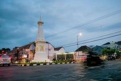 Jour de Timelapse à la nuit Tugu Jogja, Yogyakarta, Indonésie banque de vidéos