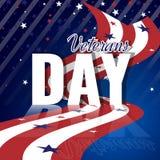 Jour de vétérans Fond américain abstrait avec le drapeau rayé de ondulation, le modèle étoilé et la réflexion Image stock