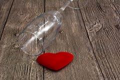 Jour de Valentine s Célébration de jour du ` s de Valentine vacances Glasse au-dessus de fond avec le coeur Symbole de l'amour Image libre de droits