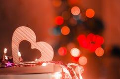 Jour de valentines, coeur en bois rouge, amour de concept, romantique, bokeh Photographie stock