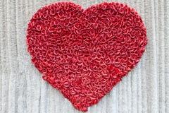 Jour de valentines, coeur fait de roses rouges Images stock