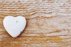 Jour de valentines - coeur sur le symbole en bois d'amour de fond Photographie stock