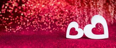 Jour de valentines - coeurs en bois image libre de droits