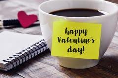 Jour de valentines heureux de café et des textes Photographie stock libre de droits