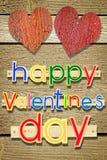 Jour de valentines heureux de salutation cloué en bois des textes Photos stock