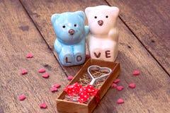 Jour de valentines, ours en céramique de couples Image libre de droits